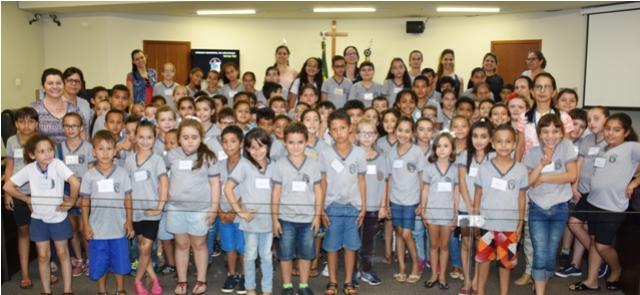 Alunos da Escola Municipal Papa Pio XII,  o distrito de Lovat, visitam a Câmara Municipal de Umuarama
