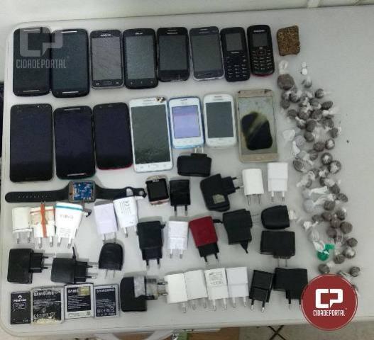 Durante revista na Cadeia Pública de Umuarama foram apreendidos celulares, carregadores e drogas
