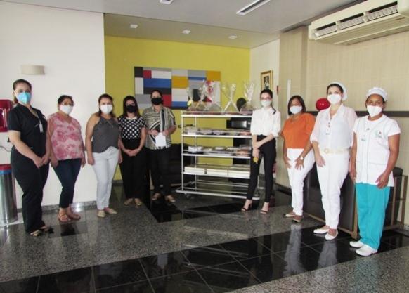 Mulheres de Umuarama prestam homenagens aos profissionais do Hospital Cemil