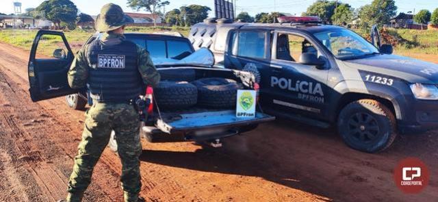 BPFron apreende veículo carregado com pneus contrabandeados em Francisco Alves