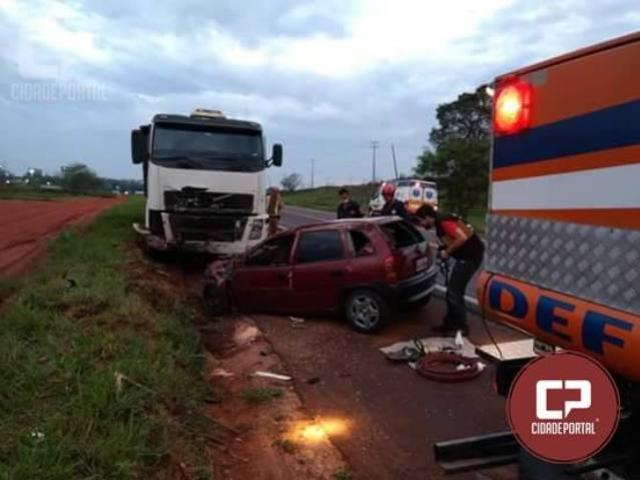 Duas pessoas perdem a vida em acidente automobilístico na PR-323