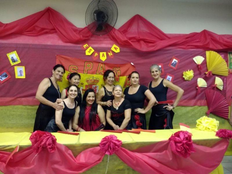 O grupo Arte Flamenca Senior, da Cia de Dança IFPR Schubert de Umuarama, apresentou-se em Perobal