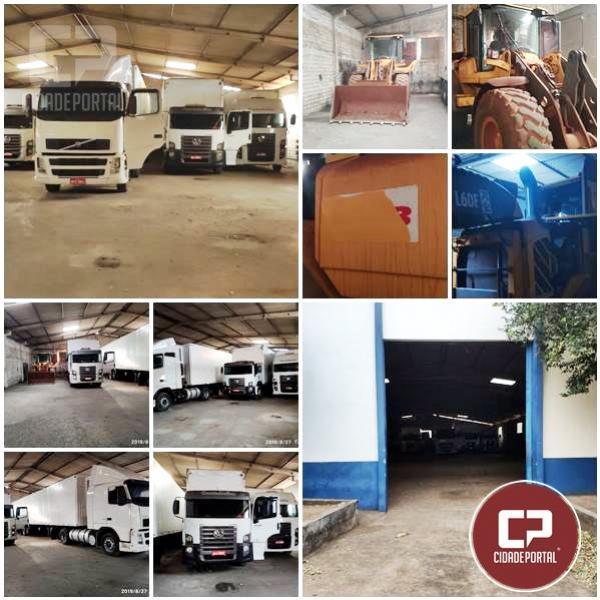 Polícia Civil de Umuarama descobre barracão com caminhões e máquinas roubadas