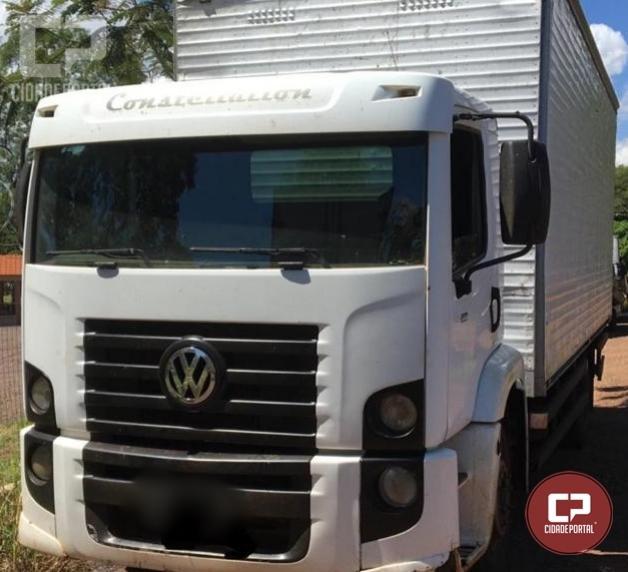 Forças Policiais realizam apreensão de um caminhão baú preparado para contrabando em Guaíra