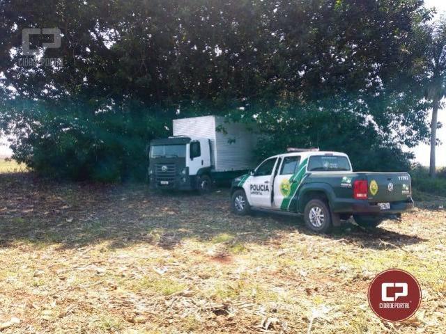 Polícia Ambiental apreende caminhão com 600 caixas de cigarros contrabandeados do Paraguai
