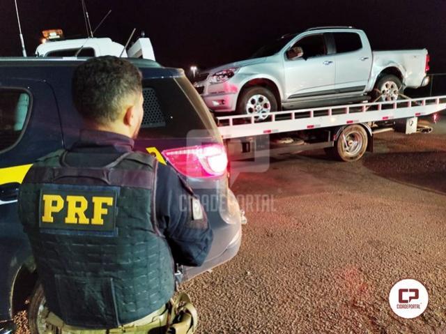 PRF recupera camionete, liberta vítima e prende dois homens por roubo em Pérola