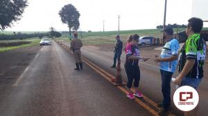 Ação Conjunta entre a PRE e a Sociedade Civil distribui adesivos e chocolates no posto de Ubiratã
