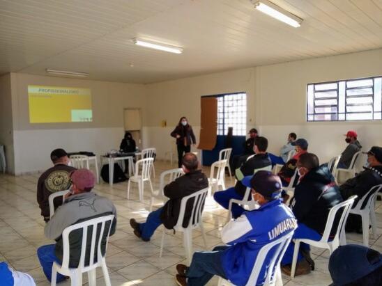 Ação busca dar reconhecimento e valorizar trabalho do servidor municipal de Umuarama