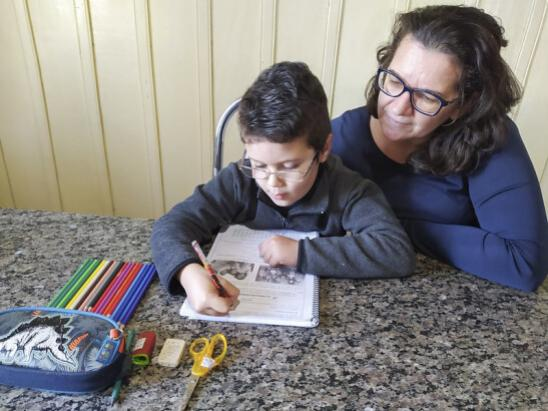 Com escolas fechadas pela Covid-19, atividades educacionais aproximam famílias de Umuarama