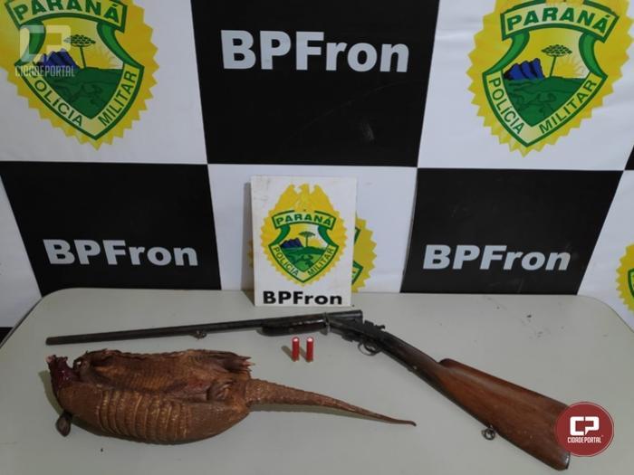 BPFron prende homem em posse ilegal de arma de fogo e um tatu-bola abatido em Guaíra