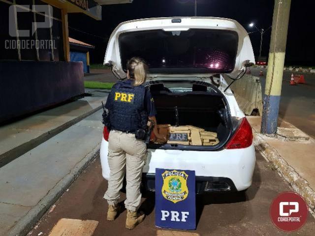 PRF apreende maconha transportada em veículo roubado em Santa Terezinha de Itaipu