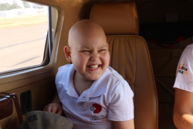 O voo dos sonhos: A bordo de um avião, o pequeno Gustavo realizou o sonho de voar