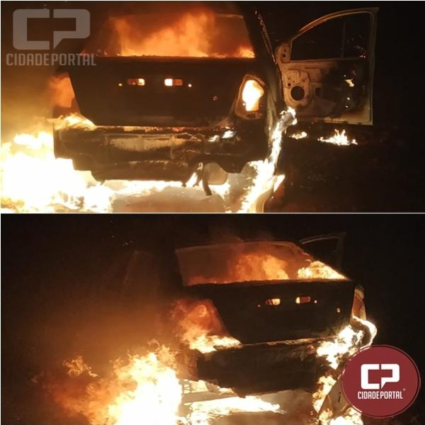 Veículo é destruído por fogo após ter problemas mecânicos entre Toledo à Marechal Cândido Rondon