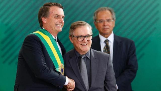 Governo Bolsonaro propõe que escolas adotem modelo cívico-militar