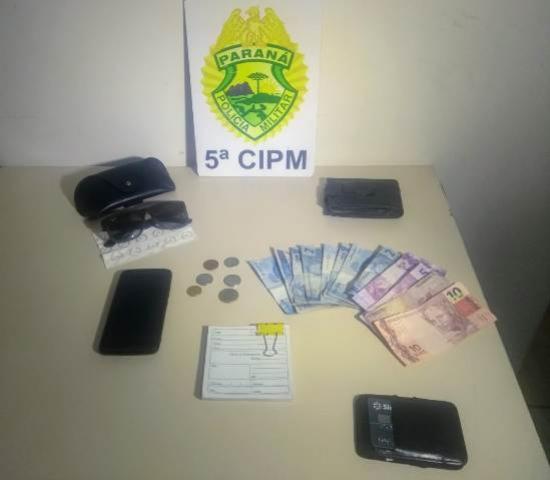 Pouco tempo após roubo, equipes da polícia militar de Cianorte prendem autor do delito e recuperam objetos roubados