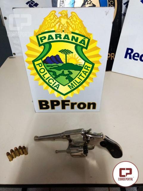 Operação de fronteira aprende arma, munições e contrabando em Ônibus na cidade de Medianeira