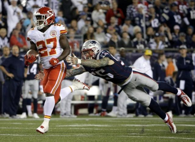 Calouro dos Chiefs tem estreia fantástica e derruba os Patriots na abertura da NFL