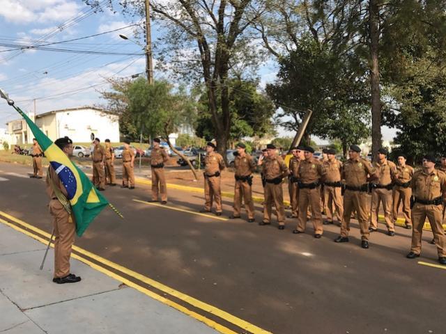 7º BPM realiza desfile Militar com entrega de medalhas e homenagens para comemorar os 163 anos da Polícia Militar no Paraná