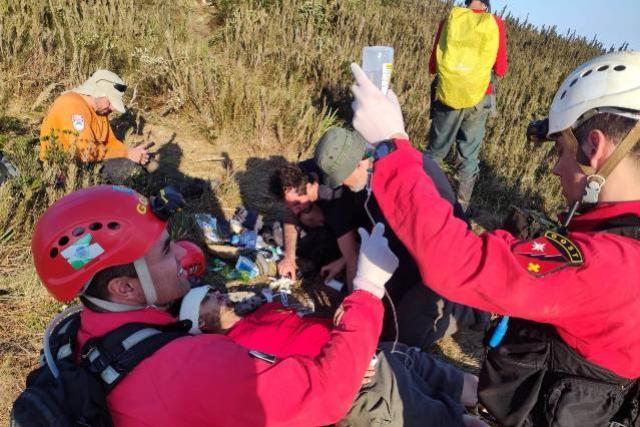 Com operação complexa, Corpo de Bombeiros resgata homem perdido por seis dias no Pico Paraná