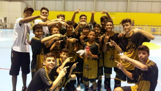 Grandes partidas definem semifinais do Paranaense de Handebol Infantil