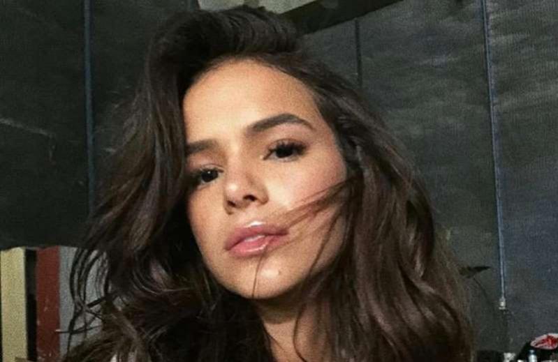 Bruna Marquezine comenta vídeo viral de irmãs e diz que passou por situação parecida