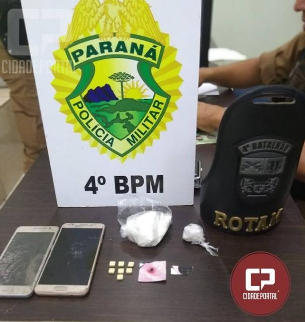 Polícia Militar prende duas pessoas por roubo e tráfico, recupera celular e apreende drogas em Maringá