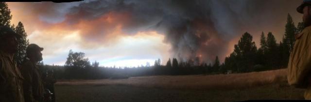 Incêndio se espalha na região do parque Yosemite, nos EUA