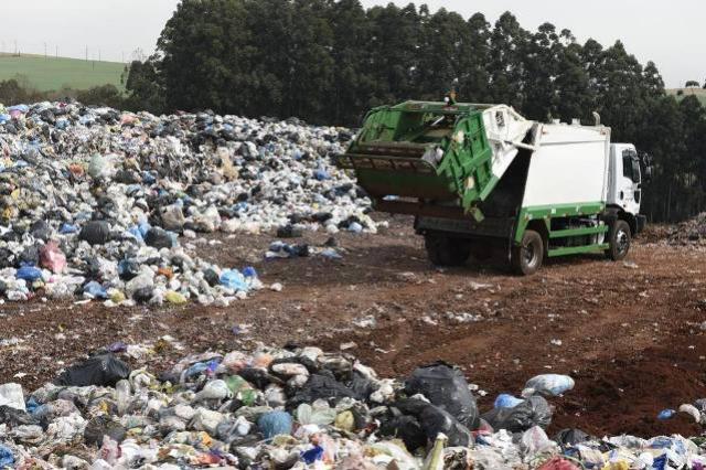 Governo e municípios discutem soluções para os aterros sanitários