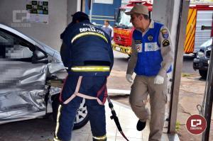 Grave acidente no cruzamento da Bento Munhoz com União da Vitória deixa uma pessoa ferida