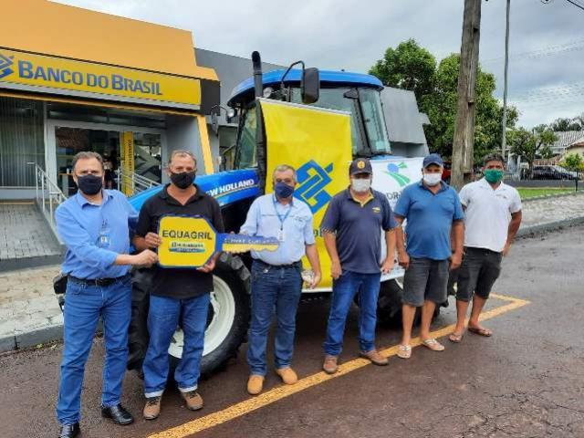 Programa Trator Solidário: Entregue mais um trator agrícola no município de Janiópolis
