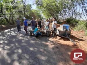 Moradores de Mariluz se reúnem para tampar buracos da rodovia PR-468