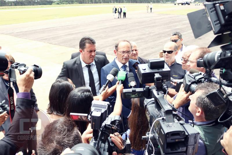 AEROPORTO MUNICIPAL: Em dia Histórico, Toledo decola com voo comercial