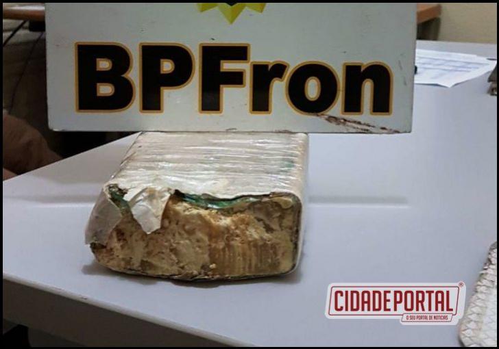 Policiais do BPFRON apreenderam um adolescente com aproximadamente 1 kg de crack em Santo Antônio do Sudoeste.