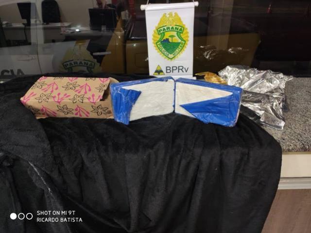 PRE de Cianorte apreende mais de 2 kg de cocaína sendo transportada em ônibus de linha