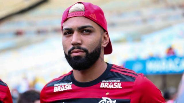 Com futuro incerto, Gabigol vai à Vila Belmiro e ao CT Rei Pelé visitar jogadores do Santos