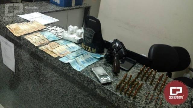 Policia militar de Sarandi apreende drogas, arma e munições no bairro Jardim Independência