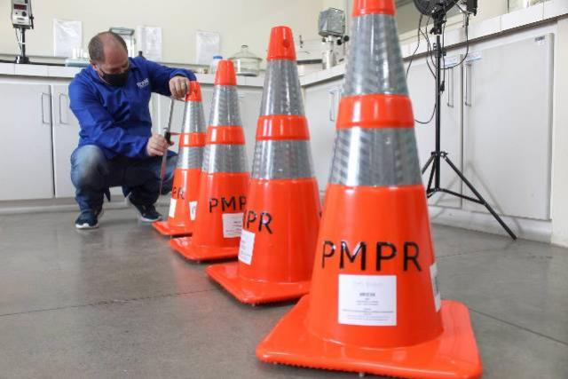 Tecpar é referência na avaliação de materiais para sinalização de trânsito