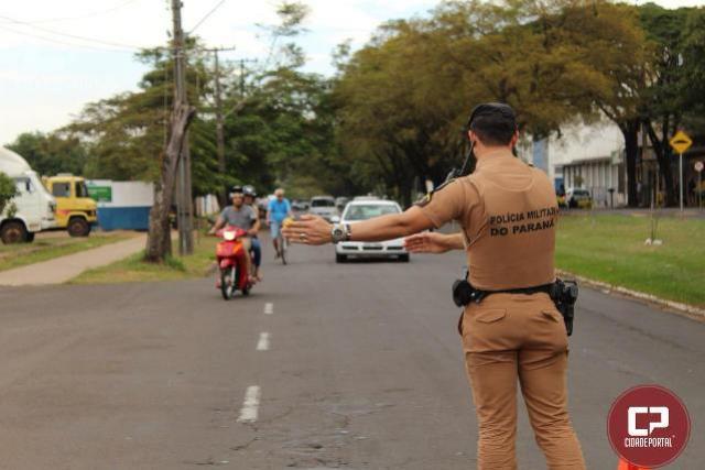 Equipes da Polícia Militar de Cianorte realizam operações de blitz e de conscientização