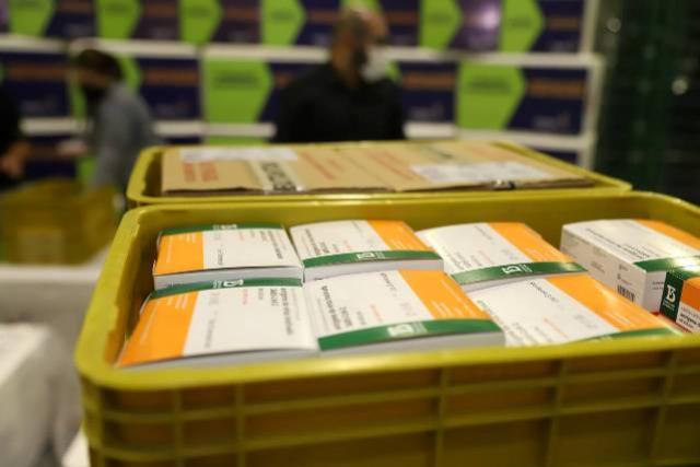 141 mil doses de vacinas contra a Covid-19 chegam ao Paraná nesta segunda-feira, 19