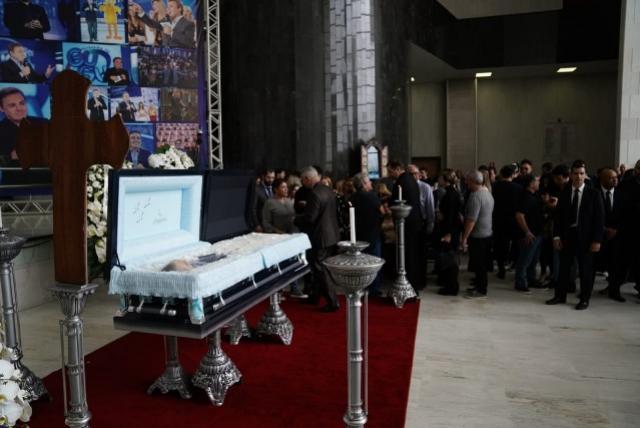 Corpo de Gugu Liberato é velado pela família do apresentador na Assembleia Legislativa de SP