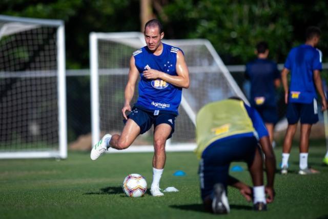 Rodriguinho não joga mais pelo Cruzeiro e negocia moldes para saída do clube