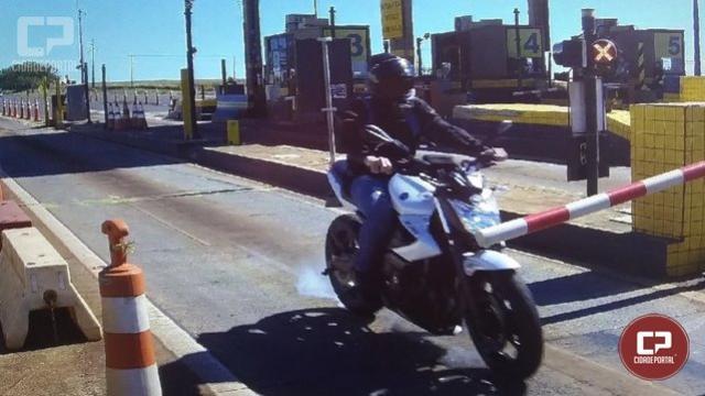 """Para """"economizar"""" R$ 8, motociclista fura pedágio, cai e toma prejuízo de R$ 3 mil reais em Corbélia"""