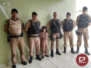 Após fazer pedido por carta, Garotinha de 06 anos ganha farda da Polícia Militar de Ubiratã