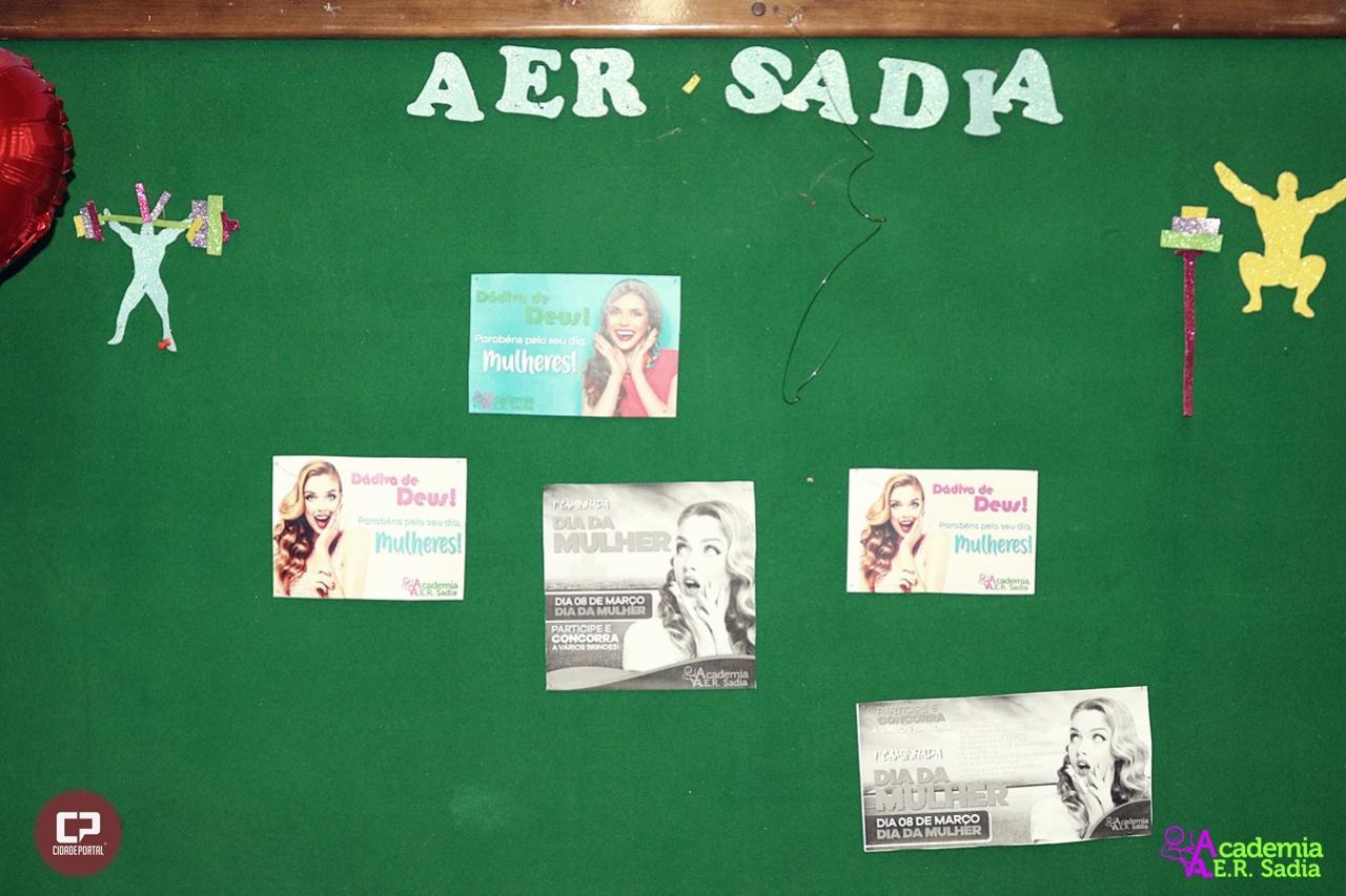 Galeria de fotos do dia da Mulher na academia AerSadia com atividades físicas