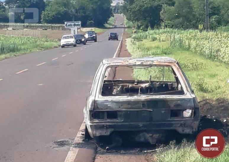 Veículo de Toledo é encontrado incendiado na PR-495 entre Rios do Oeste a Pato Bragado