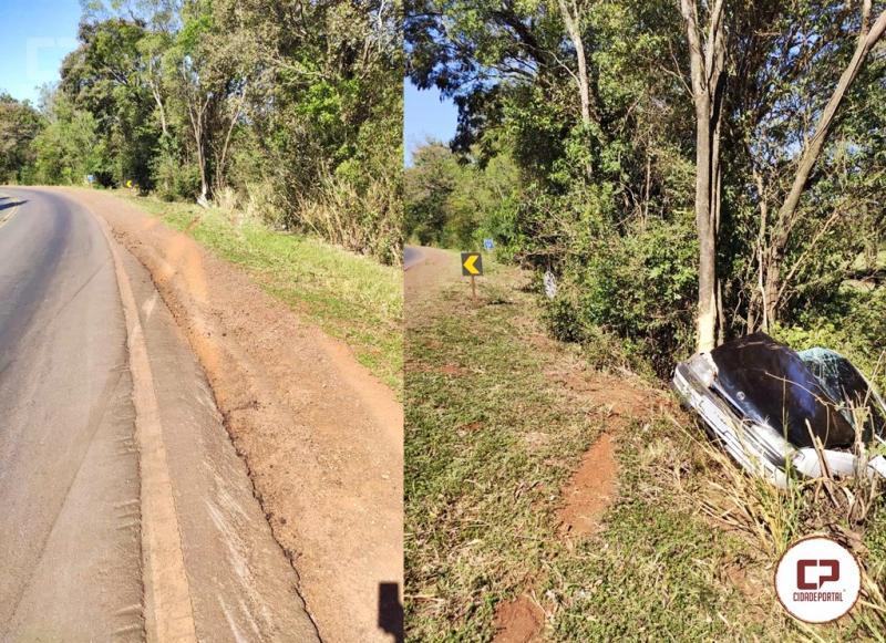 Motorista dirigindo sob influencia de bebida alcoólica sofre acidente na PR-497 entre São Miguel e Missal