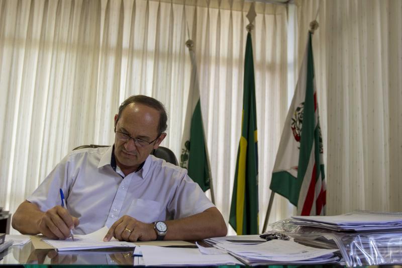 Prefeito de Toledo confirma adiantamento do 13º e salário dos servidores municipais