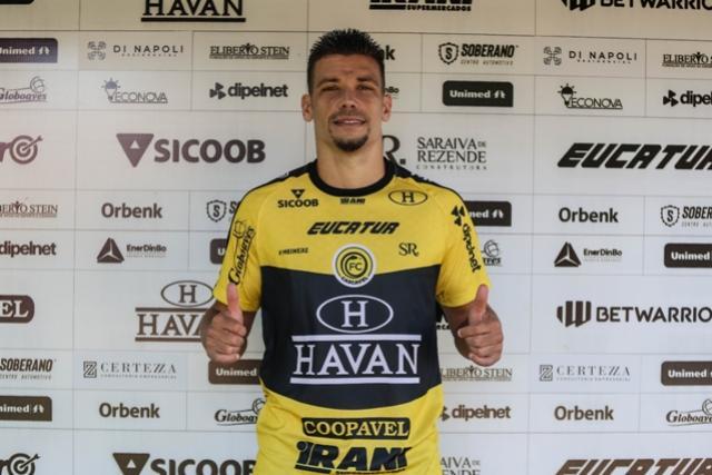 Com passagem por grandes clubes brasileiros, FC Cascavel contrata Diego Giaretta