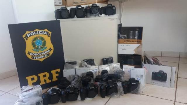 Polícia Rodoviária Federal apreende cerca de 8 mil dólares em eletrônicos