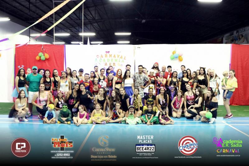 Academia AerSadia comemora o carnaval em grande estilo